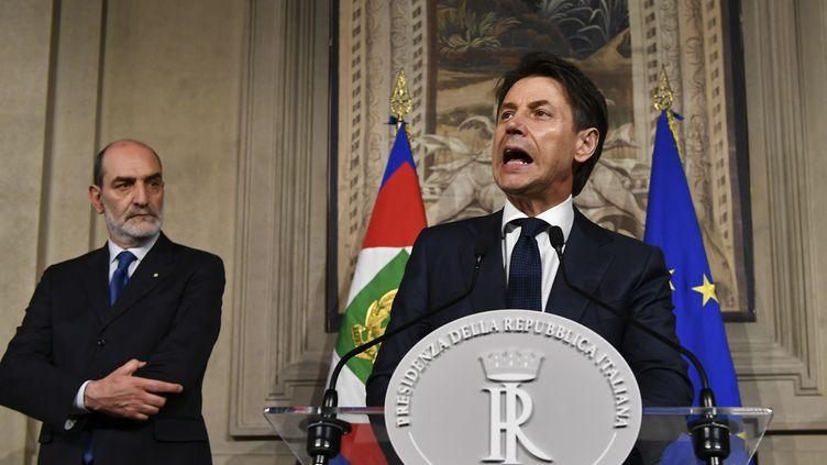 Giuseppe Conte, qui était pressenti pour le poste de Premier ministre,s'adresse à la presse après son entretien avec le président Mattarella, le 27 mai 2018 à Rome. (VINCENZO PINTO / AFP)
