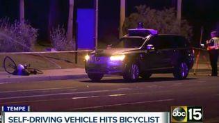 Des enquêteurs sur les lieux de l'accident impliquant un véhicule autonome d'Uber à Tempe (Etats-Unis), le 19 mars 2018. (AP / SIPA)