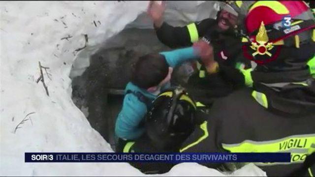 Italie : après l'avalanche, les secours dégagent des survivants