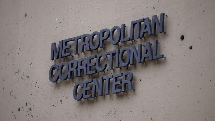 LeMetropolitan Correctional Center où était incarcéré Jeffrey Epstein au moment de sa mort, le 10 août 2019. (SCOTT OLSON / GETTY IMAGES NORTH AMERICA)