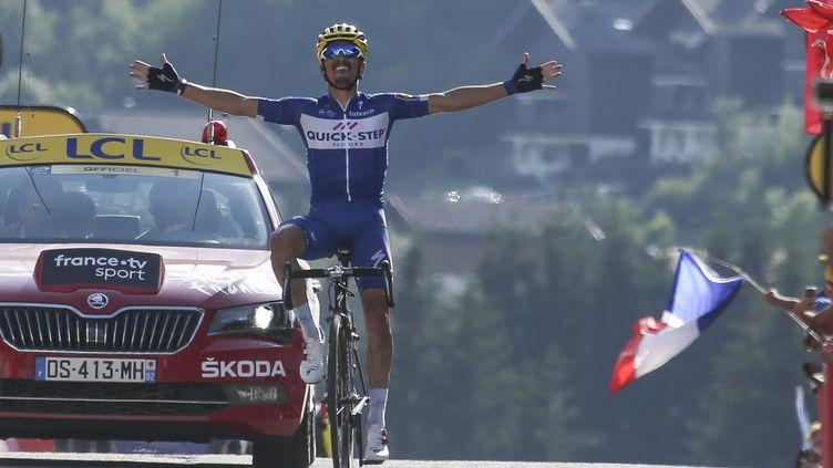 Julian Alaphilippe s'est imposé lors de la 10e étape du Tour de France au Grand-Bornand, le 17 juillet. (PHILIPPE DE POULPIQUET / MAXPPP)