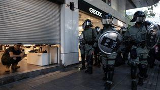 Des policiers dans les rues de Hong Kong (Chine), samedi 2 novembre 2019. (PHILIP FONG / AFP)
