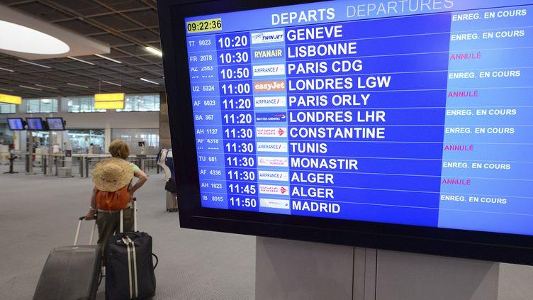 Un écran indique les vols Air France annulés à l'aéroport de Marseille-Marignane, le 15 septembre 2014,au premier jour d'une grève des pilotes de la compagnie. (BORIS HORVAT / AFP)