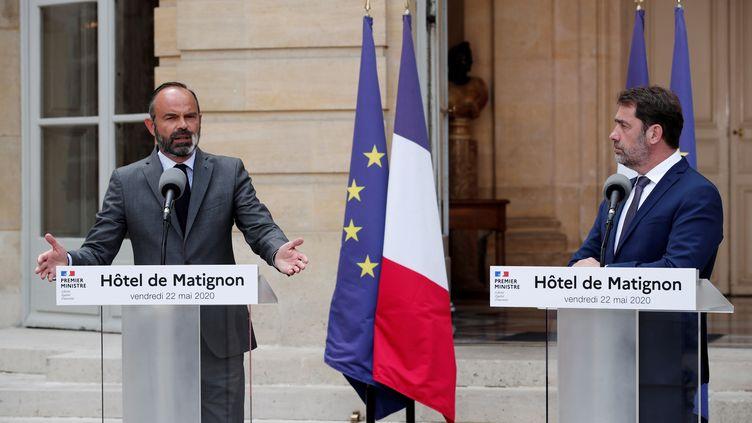 Le Premier ministre et le ministre de l'Intérieur s'expriment sur le second tour des municipales, le 22 mai, à l'hôtel de Matignon, à Paris. (BENOIT TESSIER / POOL / AFP)