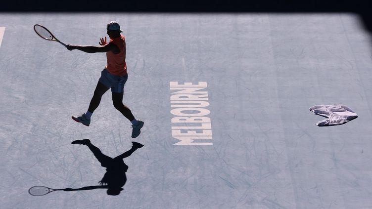 L'espagnol Rafael Nadal lors d'une session d'entrainement quelques jours avant le début de l'Open d'Australie, le 31 janvier 2021. (DAVID GRAY / AFP)
