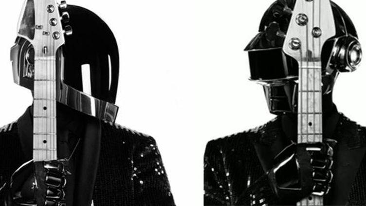 Le look 2013 des deux robots de Daft Punk est signé Hedi Slimane.  (Saint Laurent Music Project / Daft Punk)
