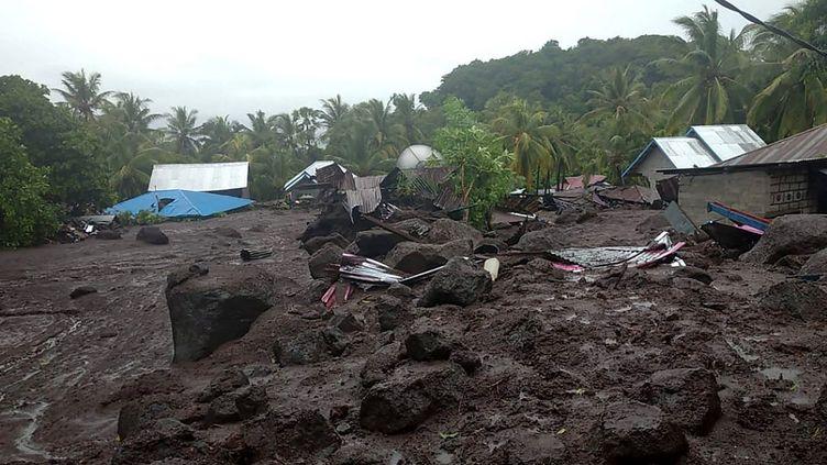 Des maisons du village de Lamanele, sur l'île de Florès, le 4 avril 2021 en Indonésie. (INDONESIAN NATIONAL BOARD FOR DISASTERS / AFP)