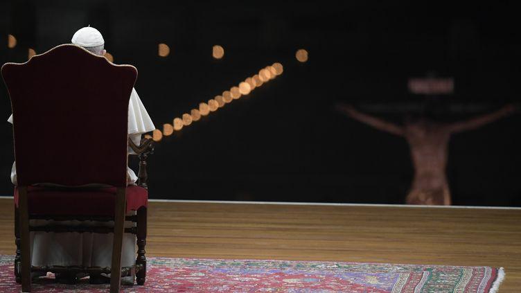 Le pape François président une cérémonie au Vatican le 10 avril 2020. (HANDOUT / AFP)