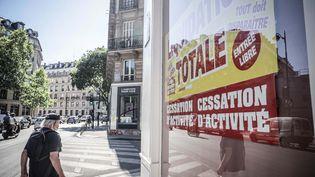 Liquidation d un magasin lors de la phase 2 du déconfinement, à Paris le 2 juin 2020 (LUC NOBOUT / MAXPPP)