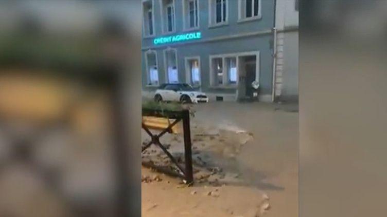 Des pluies diluviennes sont tombées hier dans le Haut-Rhin, entraînant inondations et coulées. Les dégâts sont importants. Les habitants du village de Ferrette ont eu une grosse frayeur. (CAPTURE D'ÉCRAN FRANCE 2)