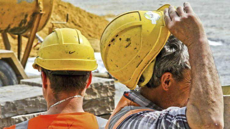 Des ouvriers sur un chantier, le 28 mars 2017, au Mans (Sarthe). (GILE MICHEL / SIPA)