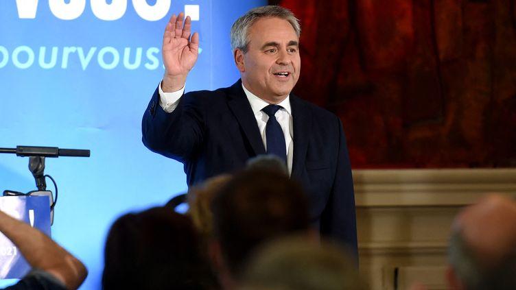 Xavier Bertrand, réélu à la tête de la région Hauts-de-France, le 27 juin 2021 à Saint-Quentin (Aisne). (FRANCOIS LO PRESTI / AFP)