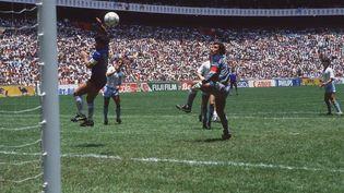 """La fameuse """"Main de Dieu"""", le but inscrit contre l'Angleterre en quart de finale de la Coupe du monde 1986 par Diego Maradona. (SVEN SIMON / PICTURE-ALLIANCE / AFP)"""
