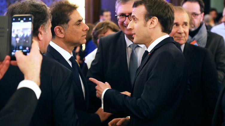 Emmanuel Macron et le co-président du Conseil de coordination des organisations arméniennes de France, Franck Papazian, le 5 février 2019 à Paris. (LUDOVIC MARIN / AFP)