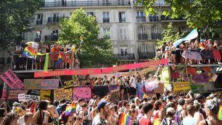 La Marche des fiertés à Paris, le 29 juin 2019. (CHRISTOPHE ARCHAMBAULT / AFP)