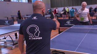 Plusieurs thérapies innovantes voient le jour pour aider les malades d'Alzheimer, comme des séances de ping-pong.  (Capture d'écran / France 3)