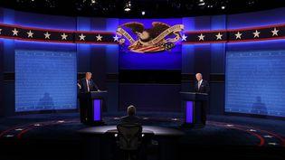 Donald Trump et Joe Biden lors du premier présidentiel, le 29 septembre 2020, à Cleveland (Ohio). (SCOTT OLSON / GETTY IMAGES NORTH AMERICA / AFP)