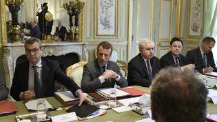 Emmanuel Macron,lors de la réunion du Conseil de défense et de sécurité nationale à Paris, le 24 mai 2017. (STEPHANE DE SAKUTIN / POOL)