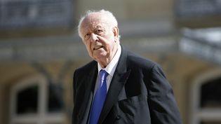 Jean-Claude Gaudin dans la cour du Sénat, le 7 avril 2015. (CHARLES PLATIAU / AFP)