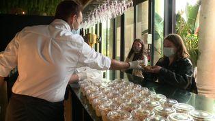 80 étudiants ont pu récupérer un plat à emporter. (FRANCE 3)