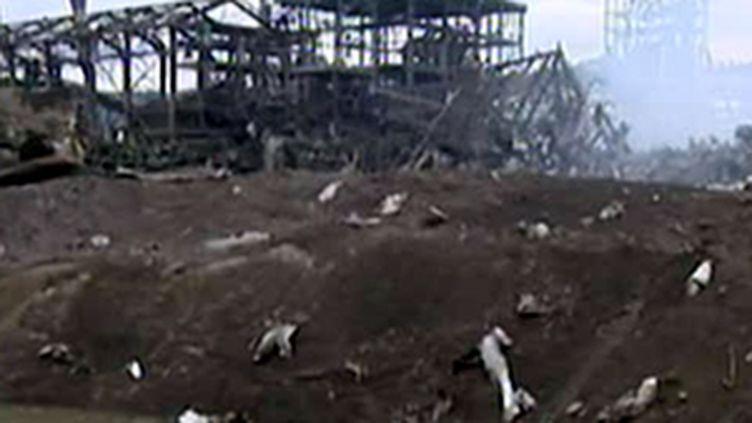 Dans les décombres de l'usine AZF après l'explosion... (France 2)
