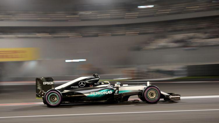 Lewis Hamilton, le plus rapide à Abou Dhabi (MOHAMMED AL-SHAIKH / AFP)