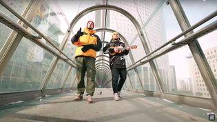 """Extrait de la vidéo """"Je me souviens ( clip gestes barrières)"""" de Mcfly et Carlito sur YouTube. (YOUTUBE)"""