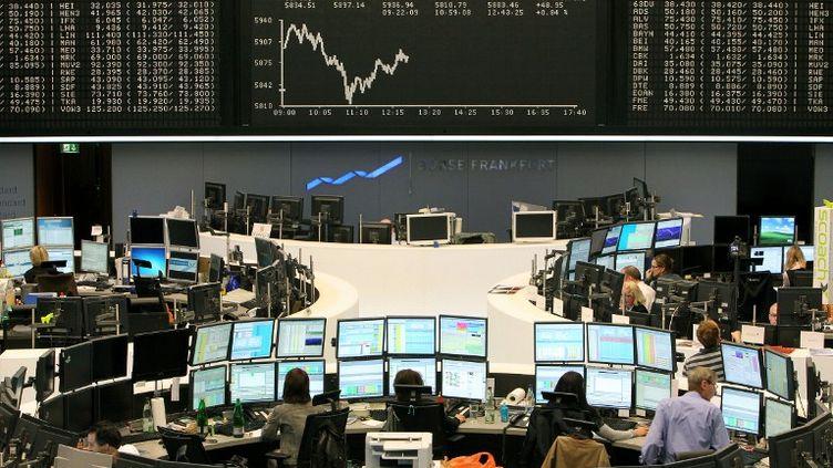La Bourse de Francfort (Allemagne), le 2 novembre 2011. (DANIEL ROLAND / AFP)
