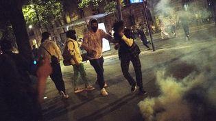 Une fête clandestine a été rapidement interrompue par la police samedi 12 juin 2021 place des Invalides, les participants ont été dispersés à l'aide de gaz lacrymogène. (FIORA GARENZI / HANS LUCAS)