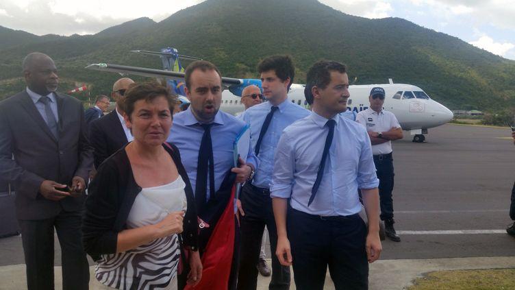Annick Girardin, ministre des Outre-mer, et Gérald Darmanin, ministre de l'Action et des Comptes publics, à leur arrivée à Saint-Martin, le 5 mars. (THIBAULT LEFEVRE / RADIOFRANCE)