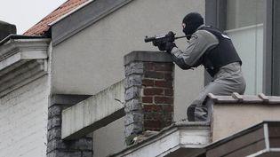 L'homme a été abattu par un tireur d'élite de la police belge, le 15 mars 2016 à Forest (Bruxelles). (DIRK WAEM / BELGA / AFP)