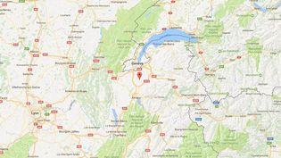Une voiture a fait une impressionnante chute dans un ravin au niveau de Menthonnex-en-Bornes, en Haute-Savoie, le 13 avril 2017. (GOOGLE MAPS)