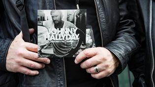 """L'album posthume de Johnny Hallyday, """"Mon pays c'est l'amour"""". (GEOFFROY VAN DER HASSELT / AFP)"""