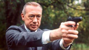 Stephan Derrick, alias Horst Tappert, dans un épisode de la série qui a fait sa gloire, en novembre 1977  (Istvan Bajzat / DPA / AFP)