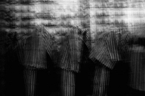 Le travail photographique de Simon Daval et Jean-François Lami sert de témoignage et de réflexion 70 ans après la Shoah  (In-Two.fr)