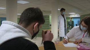 Coronavirus : des dépistages ont eu lieu dans un lycée du Nord (FRANCEINFO)