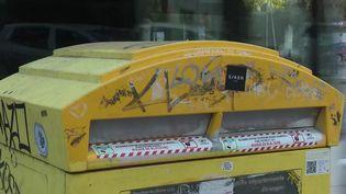 Dans son rapport annuel, la Cour des comptes a épinglé La Poste sur plusieurs points. Les Sages lui demandent de faire baisser le nombre de boîtes aux lettres dans les rues. (FRANCE 2)