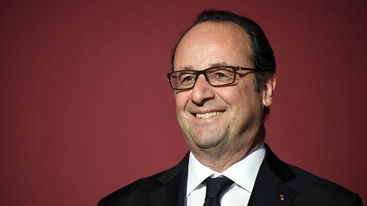 Le président de la République François Hollande prononce un discours à Belle-Ile-en-Mer (Morbihan), le 28 avril 2017. (DAMIEN MEYER / AFP)