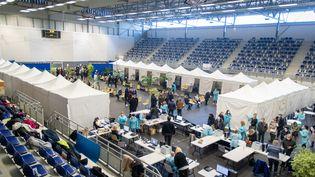 Une salle de sport convertie en centre de vaccination contre le Covid-19 à Metz, le 6 mars 2021. (NICOLAS BILLIAUX / HANS LUCAS / AFP)