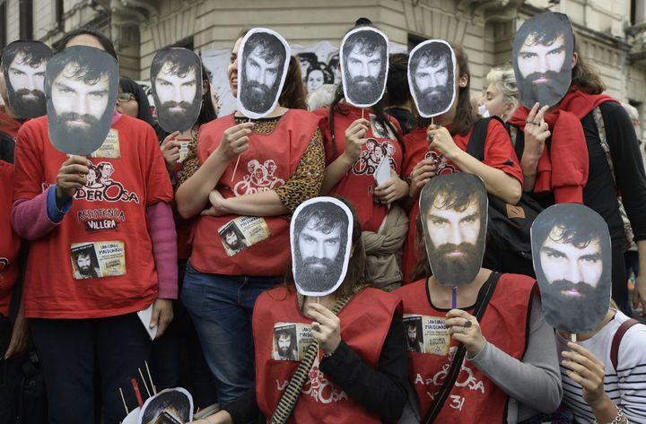 Des manifestants protestent contre la disparition de Santiago Maldonado, le 1er septembre 2017 à Buenos Aires (Argentine). (JUAN MABROMATA / AFP)