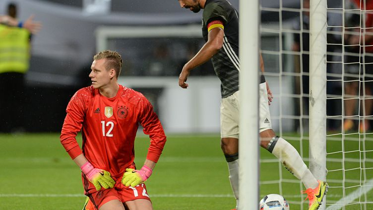Leno dépité après le deuxième but encaissé par l'Allemagne face à la Slovaquie (ANDREAS GEBERT / DPA)