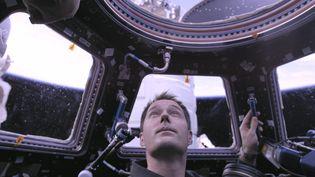 Pour son séjour à bord de l'ISS, Thomas Pesquet est parti avec les oeuvres complètes de l'écrivain Antoinede Saint-Exupéry, fil conducteur du documentaire.  (La Vingt-Cinquième Heure)