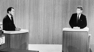 Nixon et Kennedy lors d'un débat télévisé en 1960. (- / AFP)