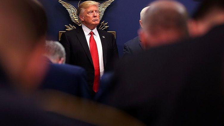 Trump annonce la suspension du programme d'accueil des réfugiés le 27 janvier 2017 dans les locaux du Pentagone à Washington. (Carlos Barria/Reuters)