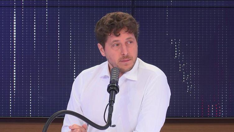 """Julien Bayou,secrétaire national d'Europe Écologie-Les Verts était l'invité du """"8h30 franceinfo"""", vendredi 9 juillet 2021. (FRANCEINFO / RADIOFRANCE)"""