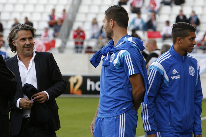 Le président de l'OM, Vincent Labrune, et André-Pierre Gignac, le 23 septembre 2014, lors d'un match de l'Olympique de Marseille à Reims (Marne). (ANTHONY SERPE / AFP)