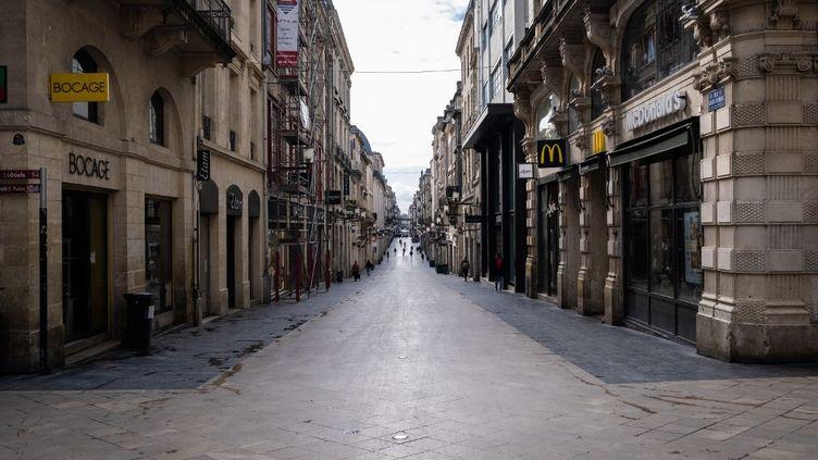 Les rues vides de Bordeaux lors du premier jour de confinement, le 17 mars 2020. (VALENTINO BELLONI / HANS LUCAS / AFP)