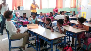 Une salle de classe dans une école primaire de la Réunion (RICHARD BOUHET / AFP)