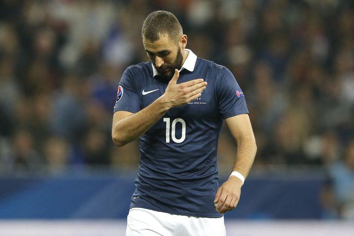 Karim Benzema lors du match de football amical entre la France et l'Arménie le 8 octobre 2015 au stade Allianz Riviera à Nice. (VALERY HACHE / AFP)