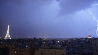 Des violents orages s'abattent sur Paris, le 10 juin 2014. (CITIZENSIDE/ROMAIN PELLEN / AFP)